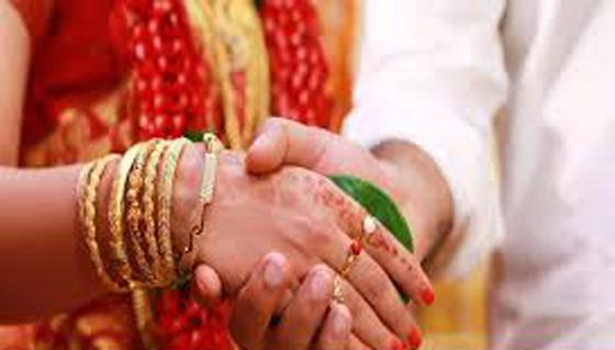 १०३ वर्षे बृद्धाले २७ वर्षे युवती विवाह गर्दा