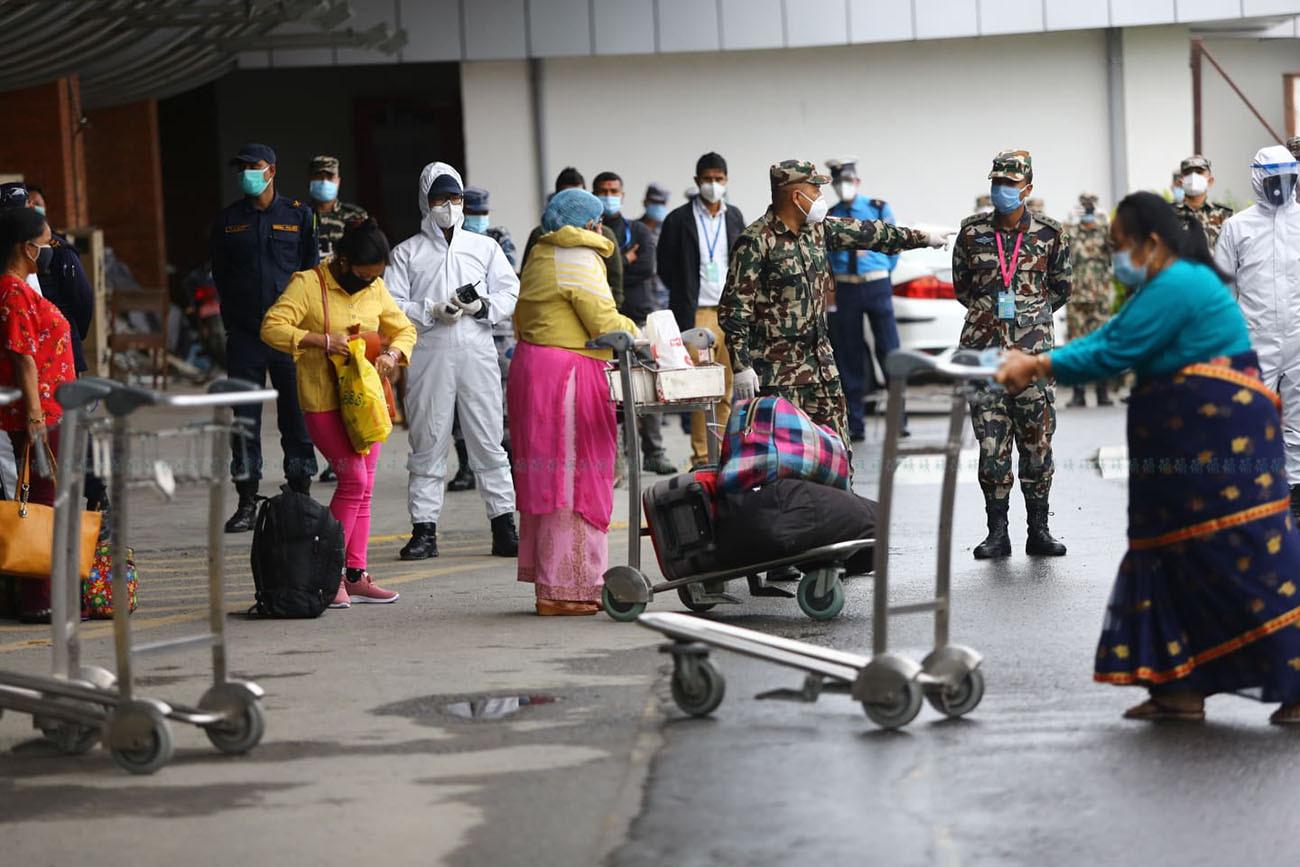 यूएईबाट १५७ जना नेपाली लिएर एयर अरेबियाको बिमान काठमाण्डौंमा अवतरण