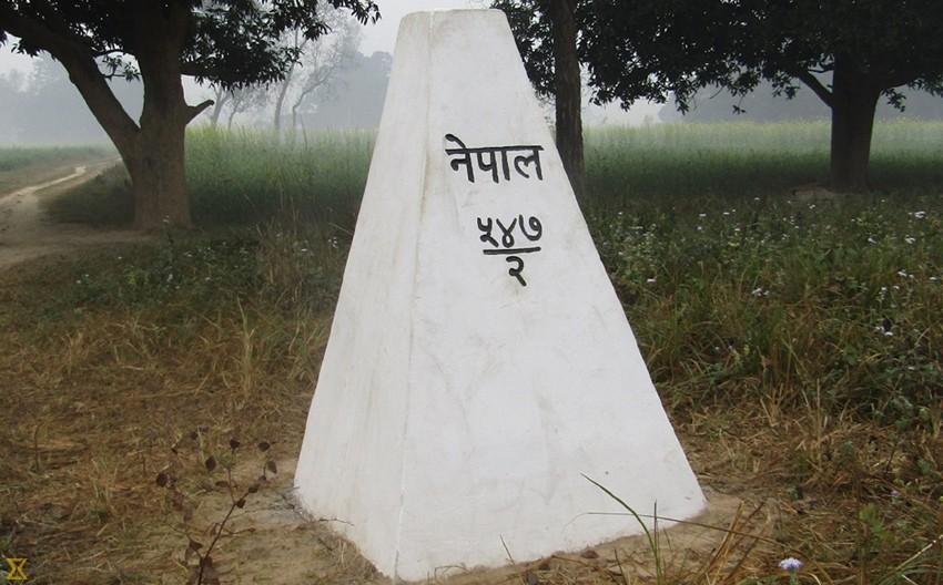 ठोरीस्थित सीतागुफानजिकै रहेको सीमास्तम्भ भारतीयले उखेलेर फाले