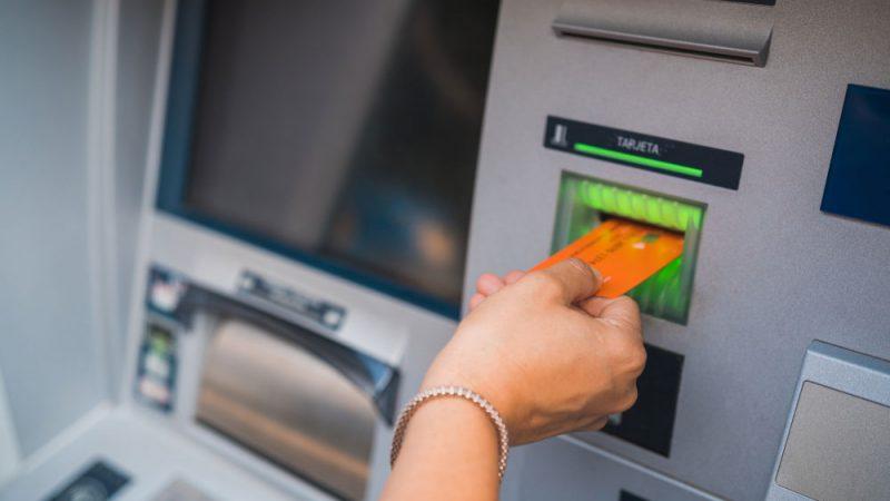 माघ १ देखि एक बैंकको एटीएम कार्ड अर्को बैंकको एटीएमबाट रकम निकाल्दा शुल्क लाग्ने