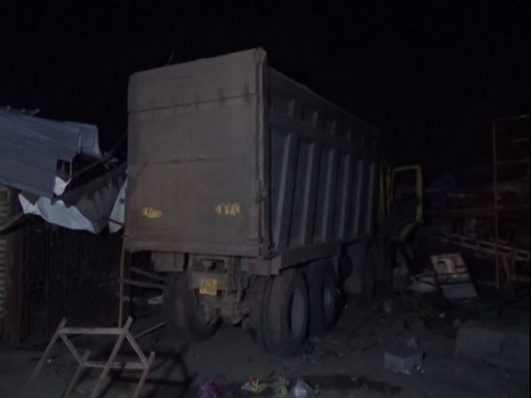 गुजरातमा फुटपाथमा सुतेका मजुदर माथि ट्रक कुत्दा १३ जनाको मृत्यु