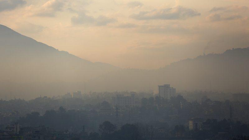 काठमाण्डौमा बाक्लो हुस्सु देशभर मौसम बदली